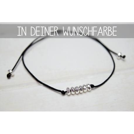 Größenverstellbares Armband mit silbernen Hämatit Perlen in deiner Wunschfarbe!