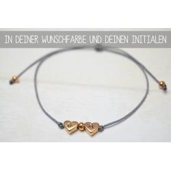 Armband mit zwei Herzperlen und deinen Initialen in Rosegold