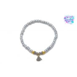 Graues Perlenarmband mit goldenen Metallperlen