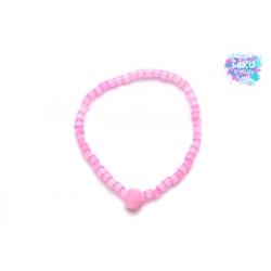 Pinkes Perlenarmband mit pinkem Pompon