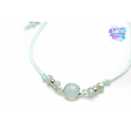 Mintfarbenes Armband mit Kristallanhänger und Perlen