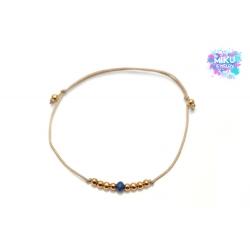 Goldenes Perlenarmband mit marineblauer facettierten Perle